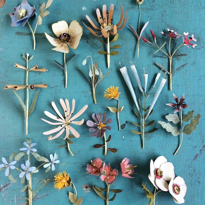 Paper flowers / Ann Wood