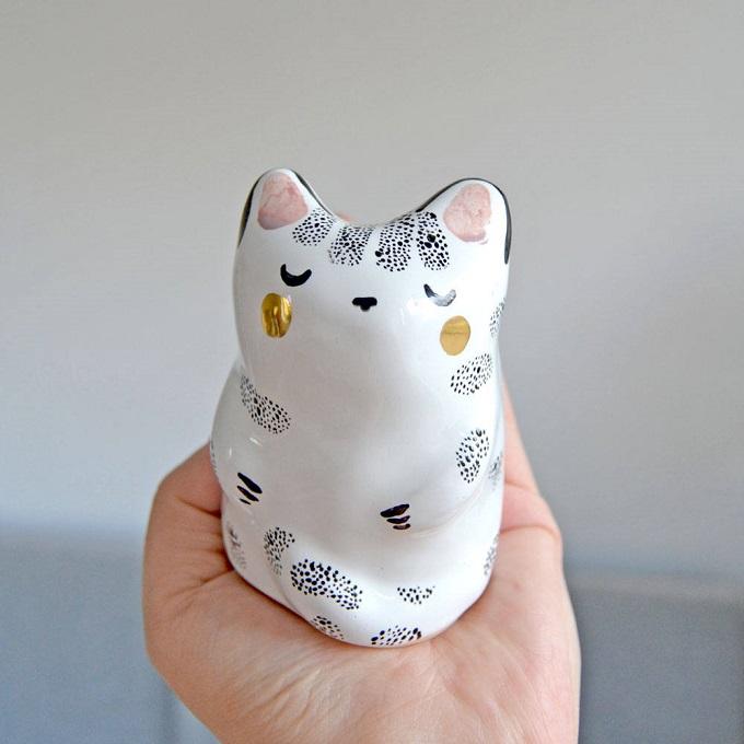Cat Totem - Mrs Bisquit