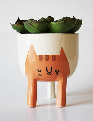 Three-legged Cat Planter - Beardbangs