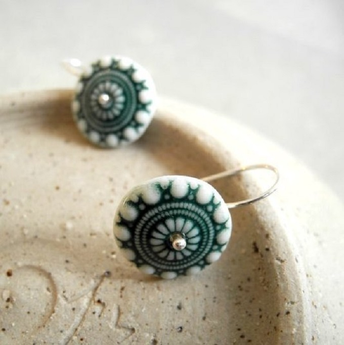 White and Dark Green Earrings - Noot & Zo